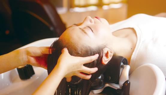 ヘッドスパで頭皮の汚れをしっかり除去!