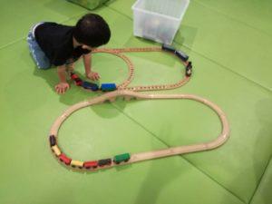 木製レールセットのBRIOやIKEAの電車セット