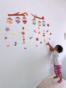 子供たちもお気に入り 秋の壁飾り