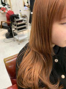 ブリーチにマンダリンオレンジのヘアカラー(横)