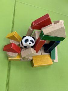 積み木で作った『パンダのおしろ』