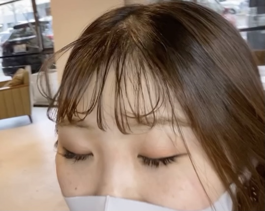 簡単にできるゆるふわな前髪の巻き方