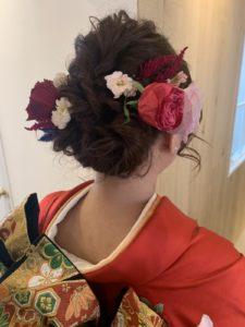 成人式前撮りヘア 生花の髪飾り